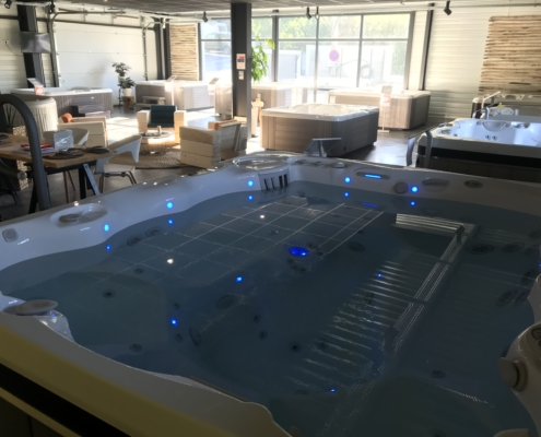 showroom jacuzzi caldera spas
